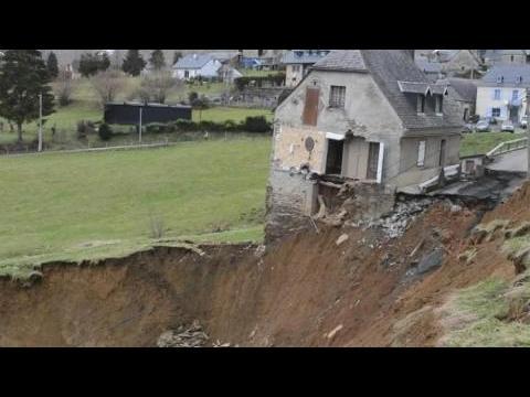 Hautes-Pyrénées: le village de Gazost coupé du monde après une coulée de boue