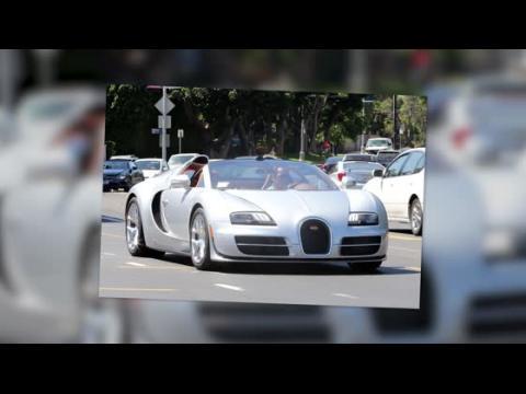 Arnold Schwarzenegger au volant de sa Bugatti de 2 millions de dollars