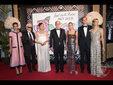Bal de la rose 2015 : Pierre Casiraghi amoureux, Charlène de Monaco aux abonnés absents
