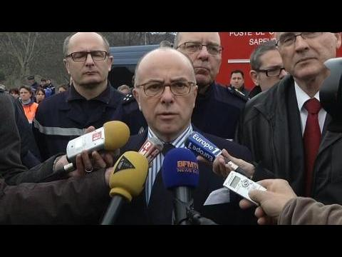 """Crash d'A320: """"On a retrouvé une boîte noire"""", indique Bernard Cazeneuve"""