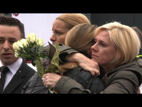 Crash A320: minute de silence devant le siège de Germanwings