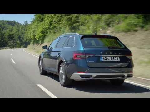 Škoda Superb Scout Driving Video