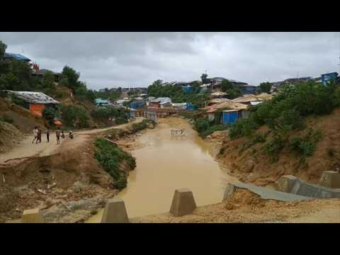 Bangladesh: Landslides hit Rohingya refugee camp