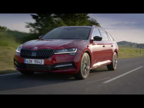 Škoda Superb Sportline Driving Video