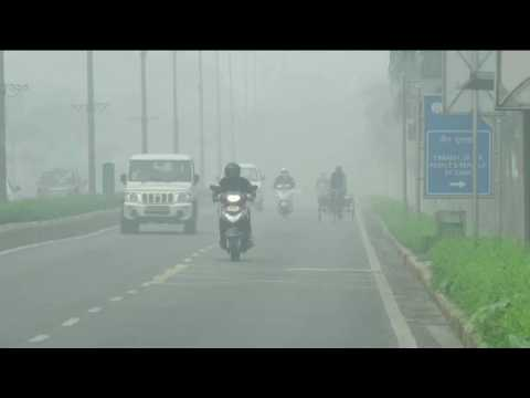 India smog: New Delhi hit by record pollution levels