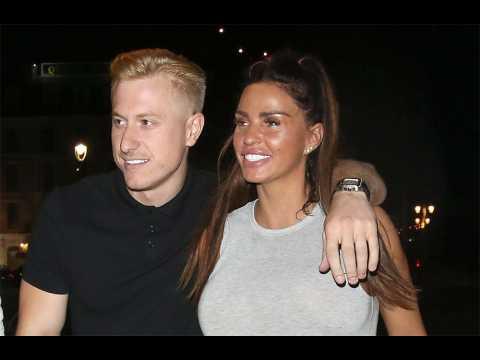 Katie Price splits with boyfriend after going bankrupt
