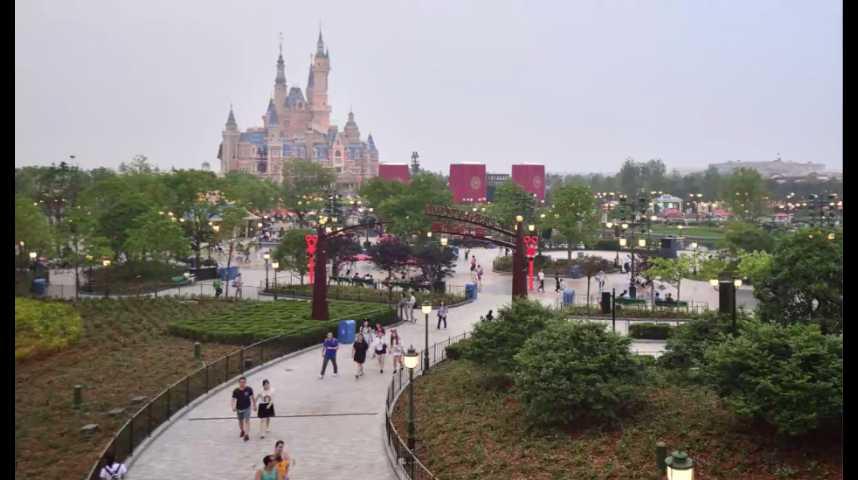 Illustration pour la vidéo En Chine, la guerre des parcs de loisirs est déclarée