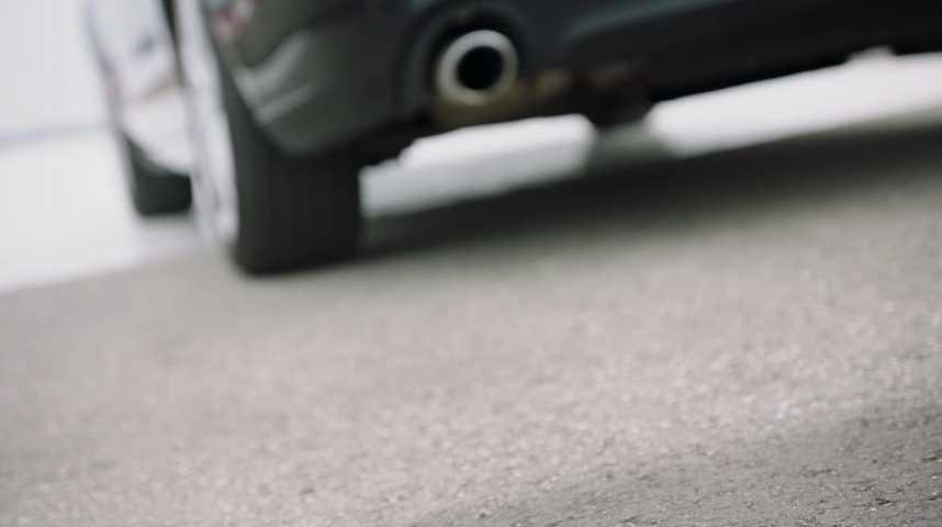Illustration pour la vidéo Un freinage d'urgence contrôlé pour éviter l'accident