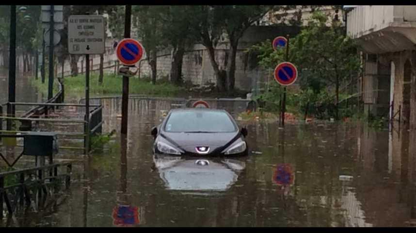 Illustration pour la vidéo Inondations : comment évaluer les risques sans céder à la panique ?