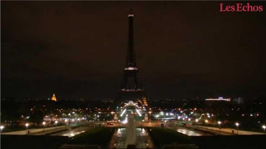 Illustration pour la vidéo La Tour Eiffel s'est éteinte à minuit en hommage aux victimes de Londres