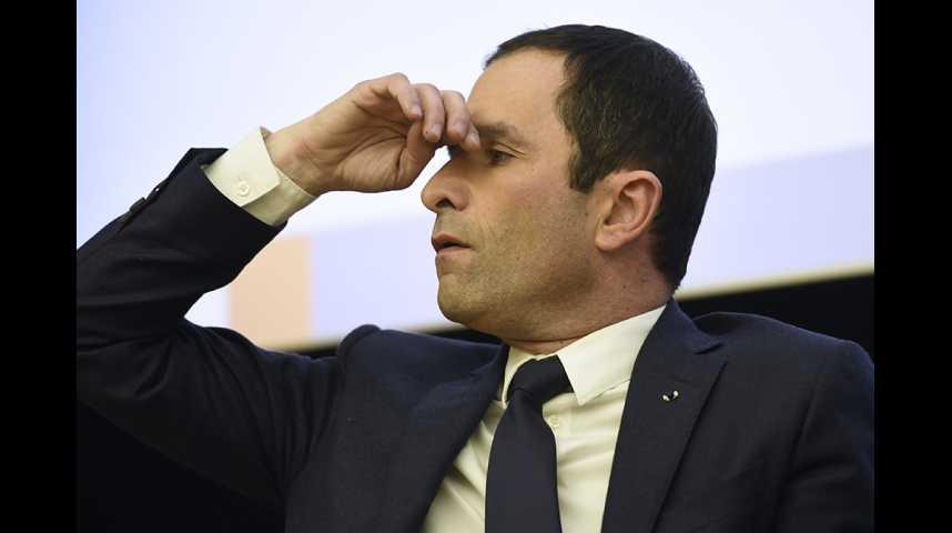 Illustration pour la vidéo Baromètre des politiques : Macron-Hamon à jeu égal à gauche