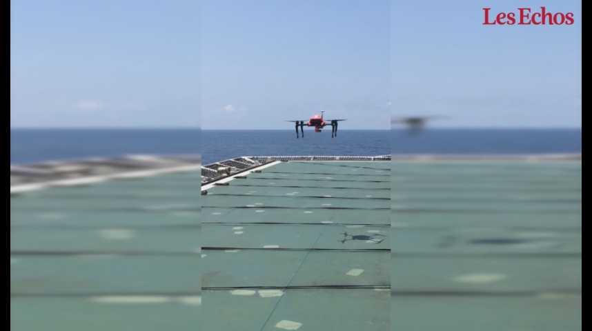 Illustration pour la vidéo Le drone secouriste Helper en exercice sur une plate-forme pétrolière de Total en Angola