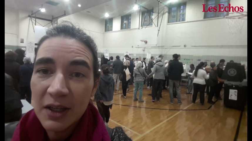 """Illustration pour la vidéo Dans une petite école de Manhattan, """"les gens font la queue depuis 6 heures du matin pour aller voter"""""""