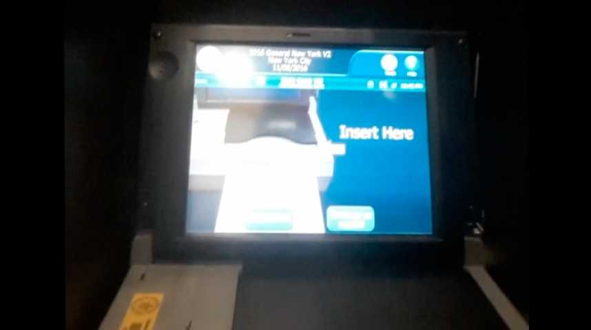 Illustration pour la vidéo USA 2016 : à quoi ressemblent une machine et un bulletin de vote ?