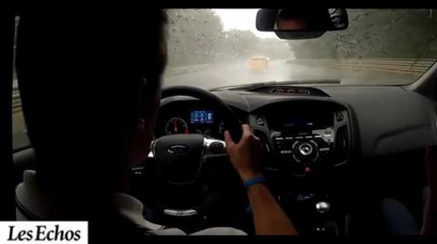 Illustration pour la vidéo Quand la Ford Focus ST entre en piste