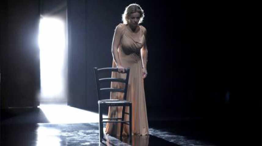 """Illustration pour la vidéo Une """"Phèdre"""" sensuelle et épurée"""