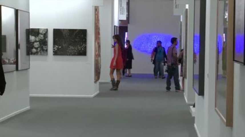 Illustration pour la vidéo Dubaï : sous le soleil, l'art se dévoile