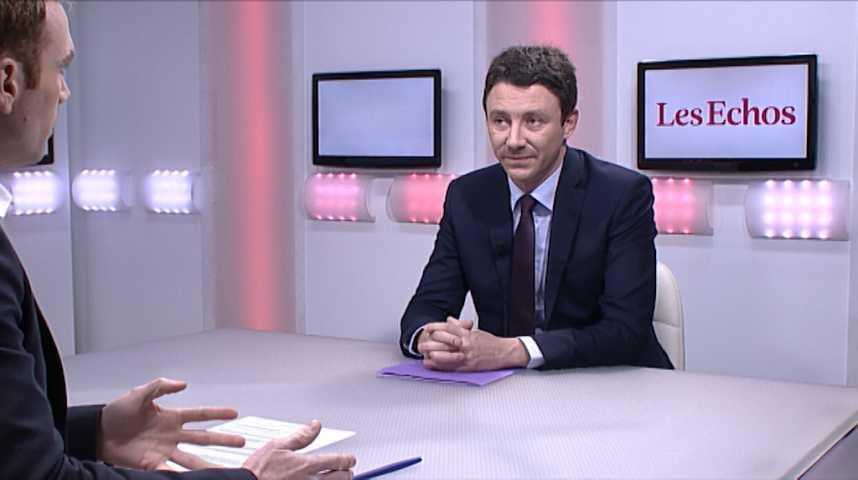 """Illustration pour la vidéo Emmanuel Macron candidat des """"insiders"""" ? Son porte-parole répond"""