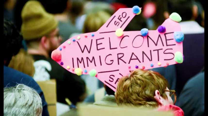 """Illustration pour la vidéo Immigration : """"sit-in"""" géant anti-Trump à l'aéroport de San Francisco"""