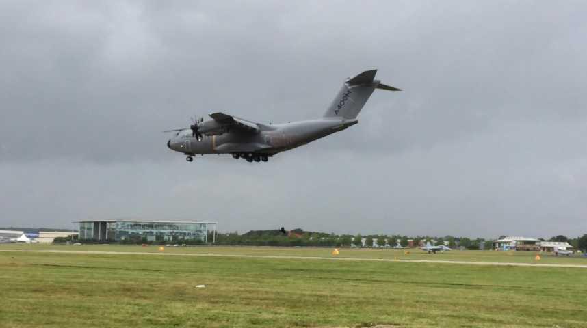 Illustration pour la vidéo Farnborough : regardez cet A400M atterrir
