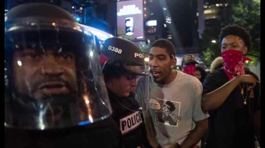 Illustration pour la vidéo Etats-Unis : l'armée en renfort après une deuxième nuit de violences à Charlotte