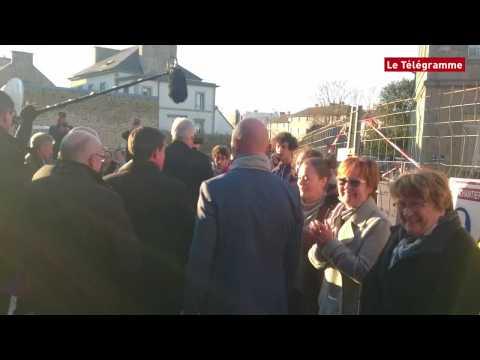 Manuel Valls giflé à Lamballe, en Bretagne