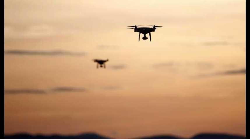 """Illustration pour la vidéo Défense : le Pentagone teste des """"essaims"""" de drones"""