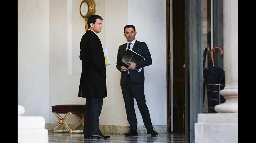 Illustration pour la vidéo Popularité : Benoît Hamon crée la surprise, Valls peine à changer de statut