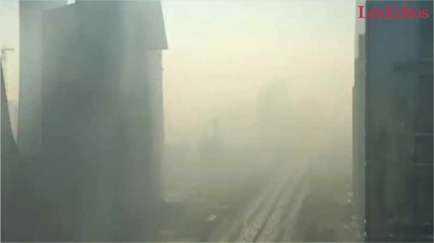 Illustration pour la vidéo Les images impressionnantes de Pékin engloutie sous la pollution