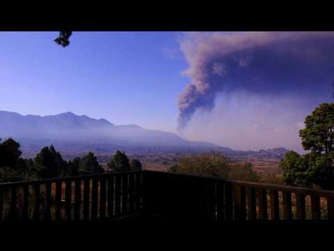 La Palma volcano: Ash cloud forces new airport shutdown on Spanish island