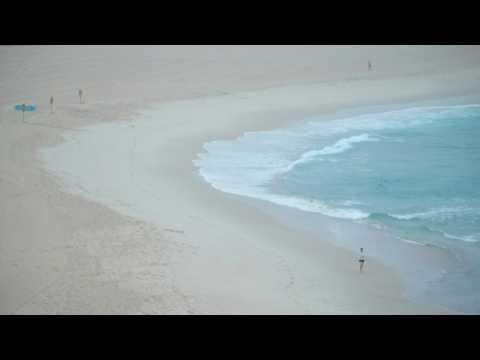 Australia: Dawn breaks on Bondi Beach on first day of eased restrictions in Sydney