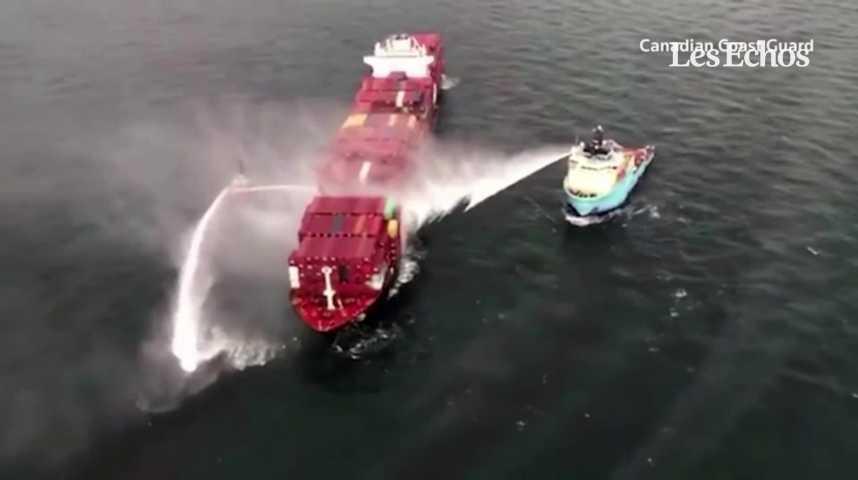 Illustration pour la vidéo Du gaz toxique dégagé dans l'incendie d'un porte-conteneurs au large du Canada