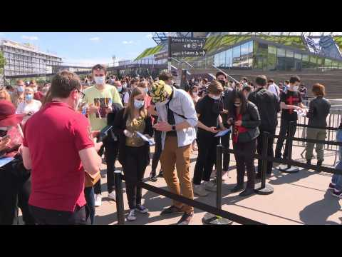 Covid-19: Fans arrive at first test concert in France