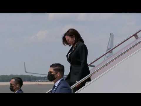 Kamala Harris's plane turns around after technical problem