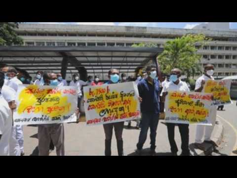 Sri Lankan health workers rally to demand better working conditions during pandemic