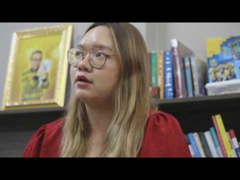 Thai authorities arrest student calling for Thai monarchic reform