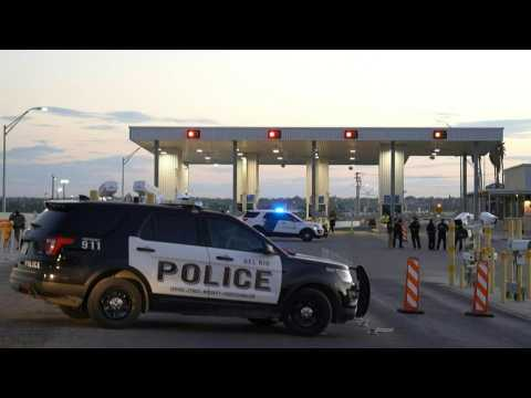 Texas: Images of police, people outside closed Del Rio International Bridge