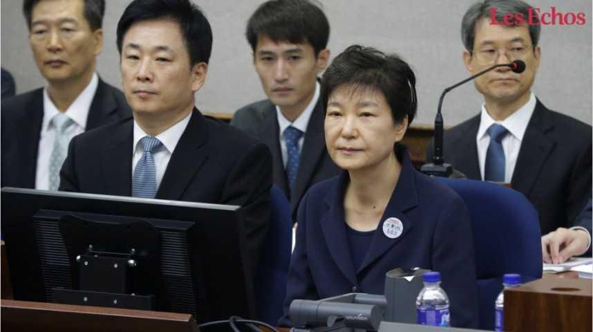 Illustration pour la vidéo L'ancienne présidente sud-coréenne Park Geun-hye devant les juges