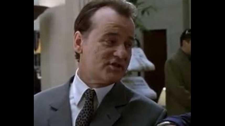 L'Homme qui en savait trop peu - bande annonce - VO - (1998)