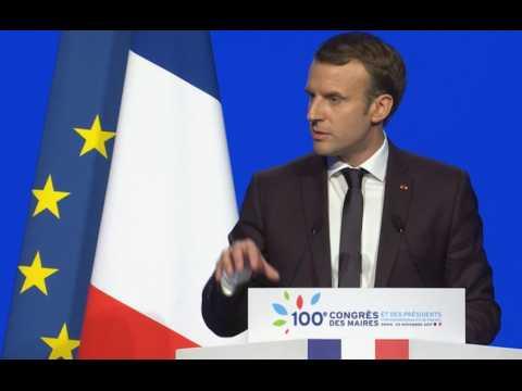 """Emmanuel Macron promet """"une refonte en profondeur pour 2020"""" de la fiscalité locale"""