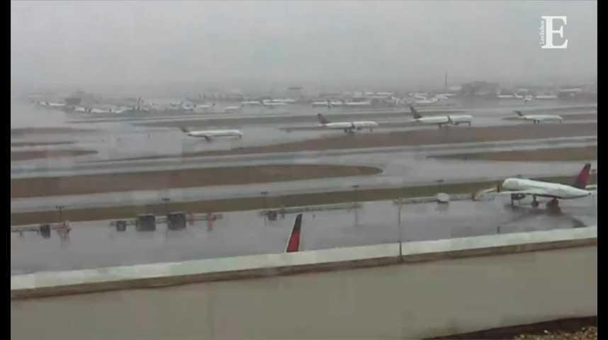 Illustration pour la vidéo L'aéroport le plus fréquenté au monde bloqué par une panne