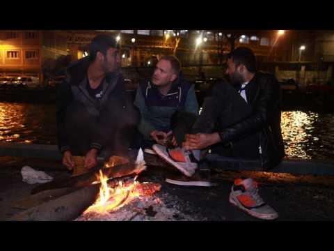 Quand des bénévoles étrangers viennent au secours des migrants à Paris