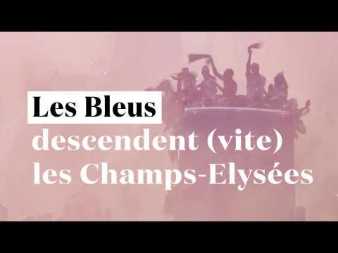 Les Bleus descendent les Champs-Elysées... un peu trop vite
