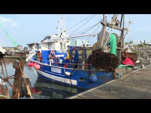 French fishermen stand firm in scallop war skirmish