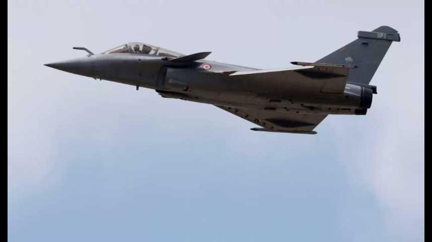 Illustration pour la vidéo Avions de chasse : la compétition s'intensifie entre le Rafale et le F-35