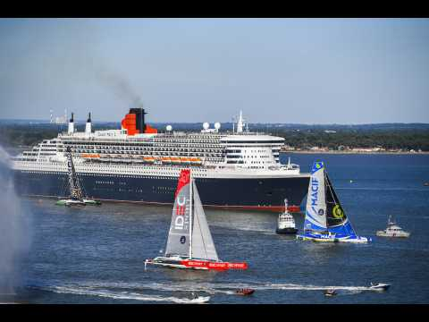 """Queen Mary 2"" vs Trimaran : l'improbable course"