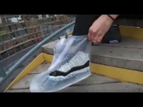 Les imperméables pour chaussures débarquent.
