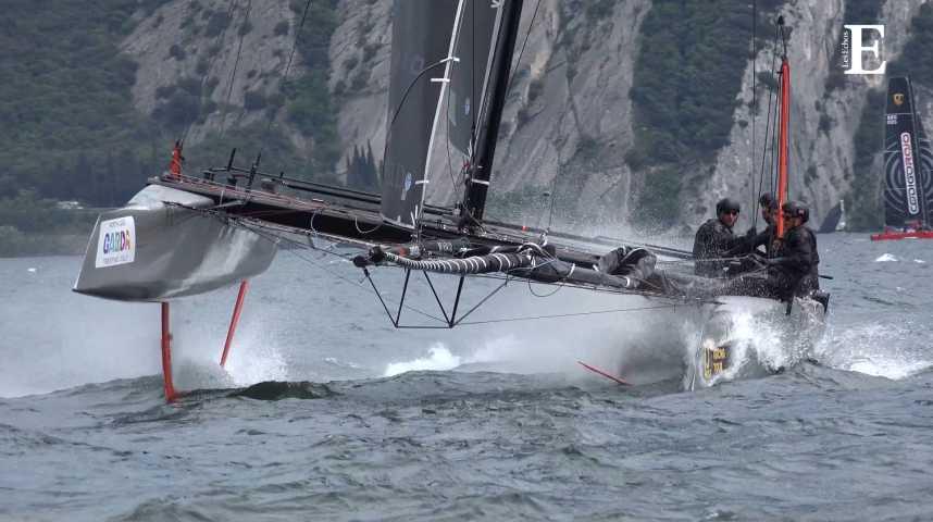 Illustration pour la vidéo La vague naissante des bateaux volants