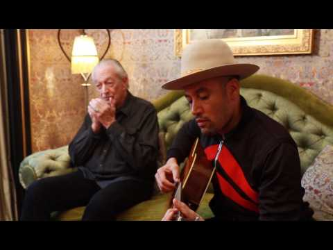 """No Mercy In This Land"" en acoustique par Ben Harper et Charlie Musselwhite"