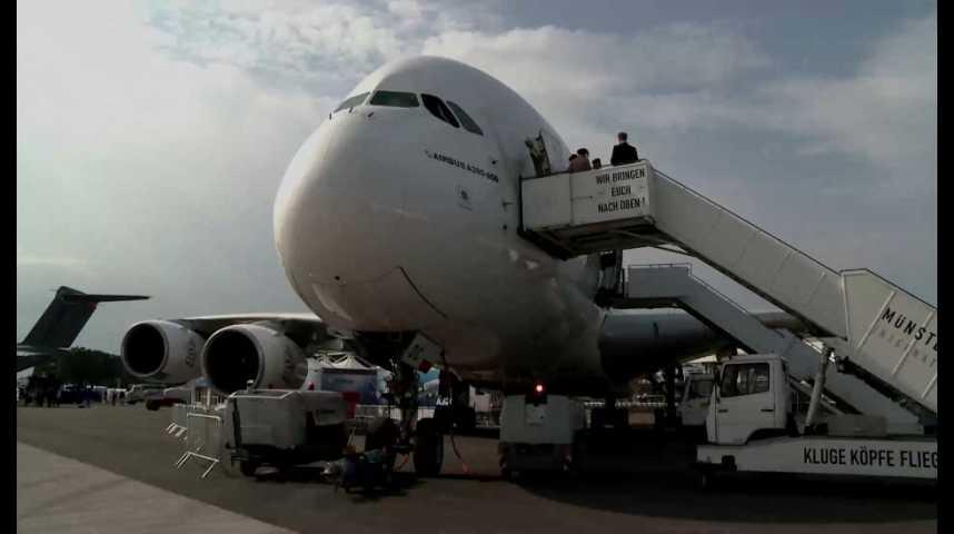 Illustration pour la vidéo Les déboires de l'A380 et de l'A400M forcent Airbus à réduire ses effectifs